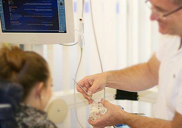 Zahnarzt Dr-Staubach Hannover Behandlung